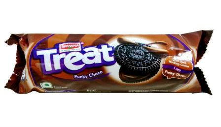 BRITANIA TREAT FUNKY CHOCO SANDWICH BISCUITS - 100 GM
